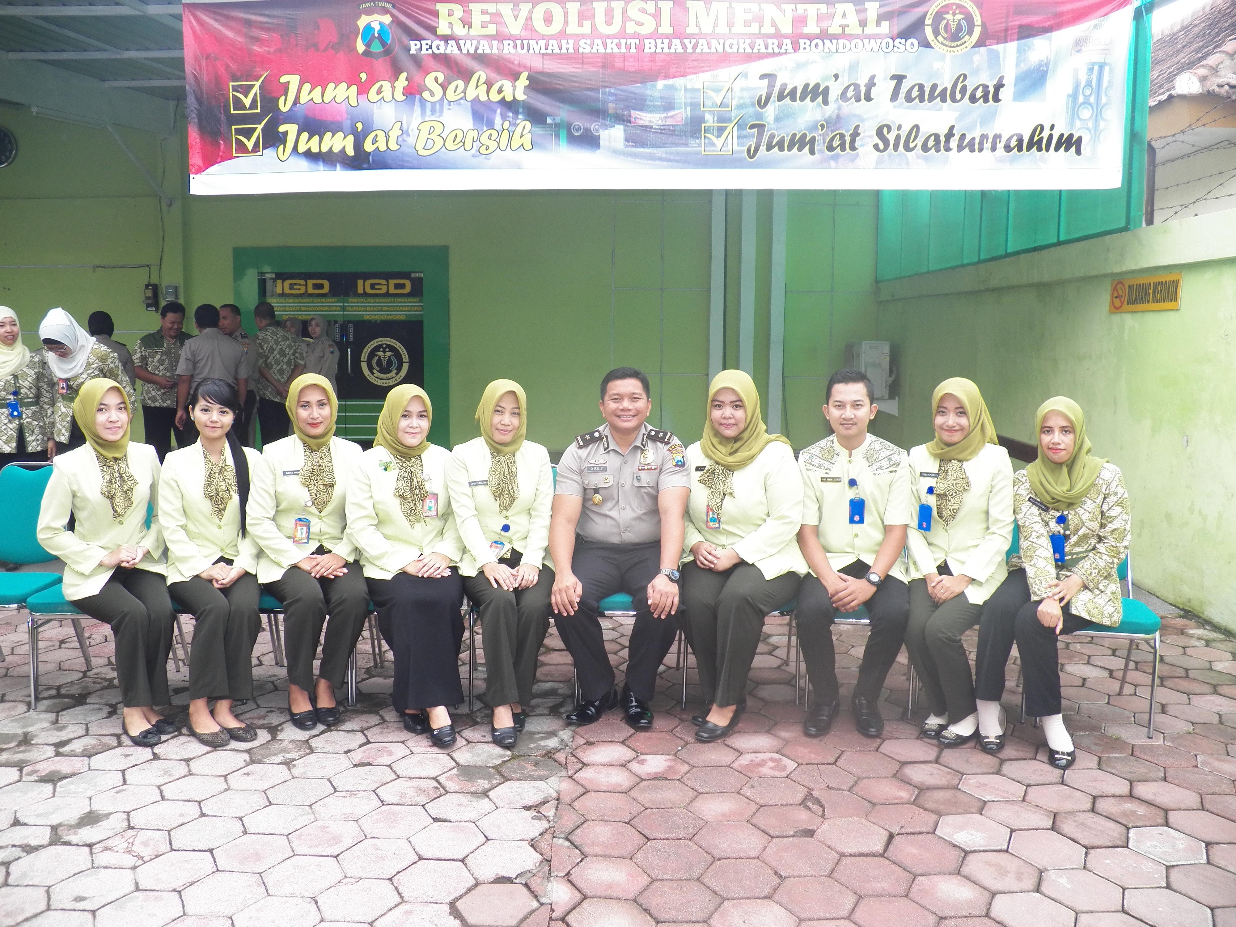 Foto Bersama Staff